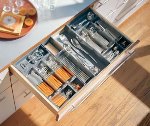 <span style='color: #ff0000'>厨房装修</span>中,橱柜拉篮还是抽屉实用,如何选购!