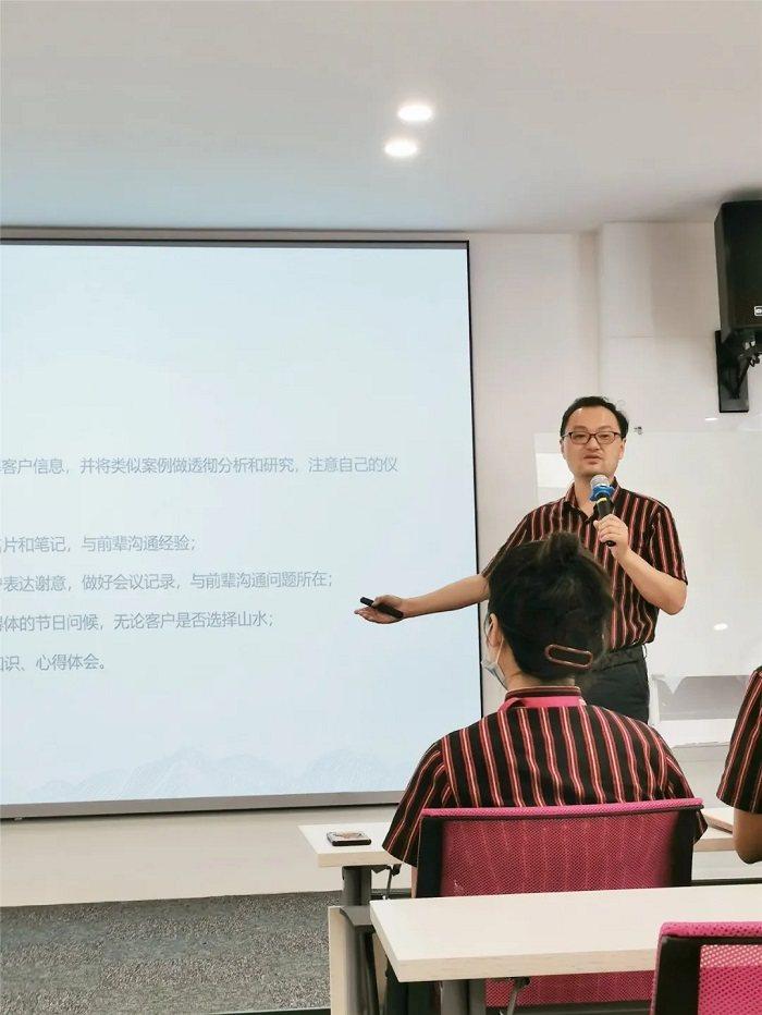 山水裝飾集團副總裁裴智松講解山水人成長
